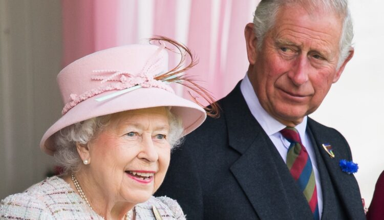 Rotyal news-Queen Elizabeth and Prince Charles-1