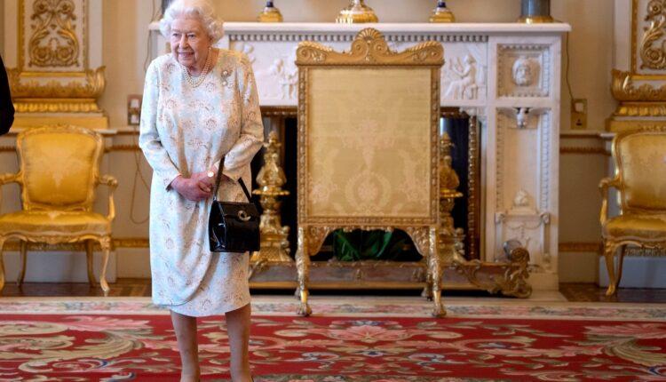 Royal News-queen elizabeth-2